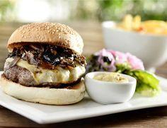 Hambúrger com molho de cogumelos