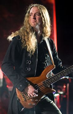 ex bass Andreas Olsson 2001-2010,2014-2016