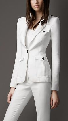 Explore all women's clothing from Burberry including dresses, tailoring, casual separates and more in both seasonal and runway designs Burberry, Boutique Style, Costume Blanc, Asos Mode, Fashion Tips For Women, Womens Fashion, Suits For Women, Clothes For Women, Rajputi Dress