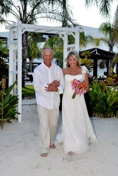 Las Terrazas bride Kelsey, ready to walk down the aisle with her father
