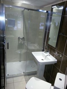 Small en suite display at Reflections Olton