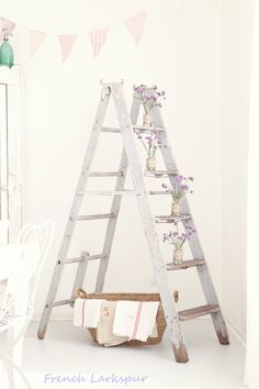 30 Chic Home Design Ideas – European interiors. 51 Fashionable Interior Modern Style Ideas You Will Want To Try – 30 Chic Home Design Ideas – European interiors. Christmas Inspiration, Home Decor Inspiration, Decor Ideas, Vintage Shabby Chic, Vintage Decor, Vintage Ladder, Antique Ladder, Deco Nature, Room Paint Colors