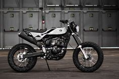 Monohull Street Tracker by Born Motor Co #motorcycles #streettracker #motos | caferacerpasion.com