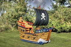 Black sail Jolly Roger (Miniature wooden pirate ship)