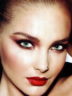 Una forma de darle ese plus y resaltar nuestro rostro es utilizando los colores adecuados, resalta tu make up con diferentes colores de blush. http://www.linio.com.mx/salud-y-cuidado-personal/maquillaje/