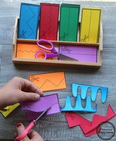 Back to school topics Best Picture For Montessori Activities kindergarten For Your Taste You are loo 2d Shapes Activities, Cutting Activities, Drawing Activities, Preschool Learning Activities, Preschool Printables, Toddler Activities, Preschool Activities, Kids Learning, Preschool Cutting Practice