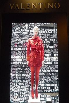 Vitrines Valentino - Paris, juin 2010 Click www.pinterest.com/instorevoyage to find thousands of in-store marketing and visual merchandising pins