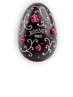 L'oeuf Arabesque Boissier Easter Egg Cake, Candy Display, Chocolate Sculptures, Easter Chocolate, Chocolate Decorations, Happy Birthday Cakes, Holiday Cakes, Easter Treats, Candy Shop