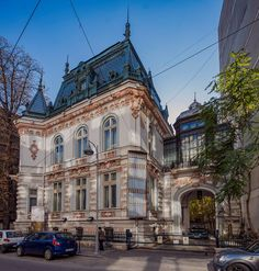 Palat din poveste, strada Biserica Amzei foto: Alberto Groșescu si niste neoane ca deh, bucale in zilele noastre....