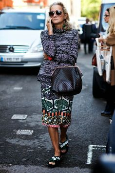 Love the print of the skirt and the perforated leather bag. Do you have IT? Read more: http://www.aboutawomanaboutagirl.com/what-is-personal-style-and-do-you-have-it/