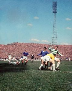 Celtic 0 Rangers 0 in April 1966 at Hampden Park. Celtic keeper Ronnie Simpson eliminates this latest Rangers attack in the Scottish Cup Final. Football Stadiums, Football Soccer, Ultras Football, Old Firm, Hampden Park, English Football League, Rangers Fc, Football Fashion, Celtic Fc