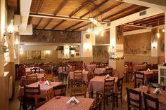 Αν ο Τζάρμους βόλταρε στο κέντρο της Αθήνας θα 'χωνε μέσα σίγουρα τον Ίγκι και τον Τομ για να τα πουν με την ησυχία τους πίνοντας (γενναίο) ροζέ κρασί και τρώγοντας (αμίμητους) λαχανοντολμάδες από τα χεράκια της κυρίας Γιώτας. Athens, Wine Bars, Spaces, Athens Greece