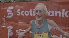 Ed Whitlock a franchi la ligne d'arrivée après 3h 56min 38sec d'efforts dimanche, alors que le précédent record du monde dans la catégorie des 85-90 ans était de 4h 34min 55sec.