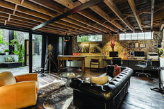 Considering remodeling your simple home office with industrial style? Here are some out-of-the-box industrial home office décors to inspire you. Industrial Home Offices, Industrial Interior Design, Industrial Bedroom, Industrial Living, Industrial Interiors, Decor Interior Design, Industrial Style, Industrial Wallpaper, Industrial Shop
