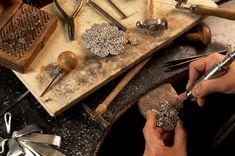 L'histoire des Métiers d'Art Chanel: Goossens, orfèvre   http://www.vogue.fr/mode/news-mode/diaporama/l-histoire-des-metiers-d-art-de-chanel/16520/image/885885#!goosens-orfevre