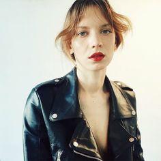 This babe @aennikin in our beautiful A n g e l s leather jacket ❥ –> shop soon on www.jnbyjn.com✌️photo: @annadaki  @izaio_modelmanagement #jnbyjn #jnbyjnllovet #model #izaiogirls #fashionweek #beauty #fashion #love  (hier: Berlin)