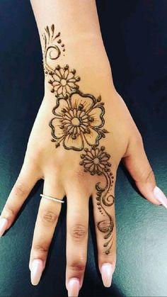 Small Henna Designs, Henna Flower Designs, Pretty Henna Designs, Henna Tattoo Designs Simple, Finger Henna Designs, Beginner Henna Designs, Mehndi Designs For Fingers, Latest Mehndi Designs, Mehndi Designs For Hands