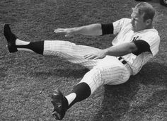 I can't imagine how Mantles knees felt by the Spring Training of 1967.