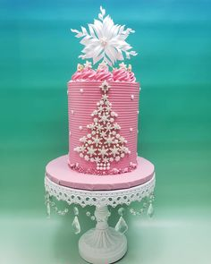 Christmas Cake Designs, Christmas Cake Decorations, Holiday Cakes, Holiday Desserts, Christmas Snacks, Christmas Minis, Christmas Baking, Christmas Cakes, Chandelier Cake Stand