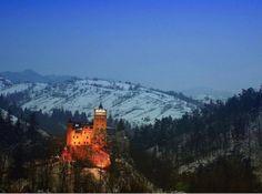 Em período de férias, nada melhor do que visitar locais desses que nos deixam de boca aberta, e os castelos são um dos melhores pontos de atração possíveis. Destilam história por cada uma das suas pedras e marcam a personalidade das zonas que os rodeiam. Sempre espetaculares, como o francês Mont-Saint Michel, ou enigmáticos como o castelo Bran na Roménia, conhecido como o castelo do Drácula, e as ruínas dos antigos fortes escoceses.