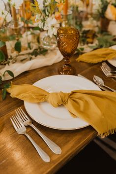 Maui Wedding Photographer, Mustard Napkins, Gold Wedding Table Decor, Gold Napkins, Boho Wedding - The Forwards Photography // Wedding Photography - Wedding Detail Wedding Plates, Wedding Napkins, Table Wedding, Gold Wedding Decorations, Table Decorations, Thanksgiving Decorations, Mustard Yellow Wedding, Gold Napkins, Maui Wedding Photographer