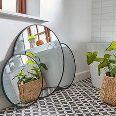 Spiegel rund schwarz 50 cm €* - New Ideas Small Bathroom Renovations, Beton Design, D 40, Farmhouse Remodel, Basement Bedrooms, Light Texture, Black Mirror, Round Mirrors, Simple Elegance