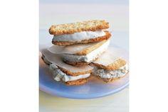 うまそなレシピ見つけたよ!「ココナッツクッキーのアイスサンド」 | roomie(ルーミー)