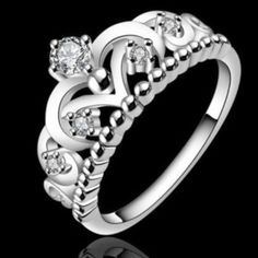 Princess ring crown beautiful!!! Beautiful ring princess crown.  Size 7 or 8.  It's just gorgeous !!!! Jewelry Rings