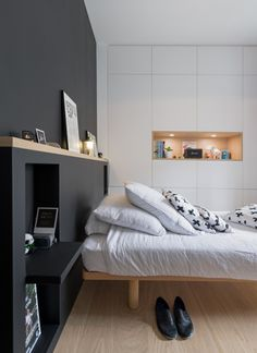 Discover recipes, home ideas, style inspiration and other ideas to try. Modern Master Bedroom, One Bedroom, Bedroom Decor, Diy Storage Headboard, Elegant Bedroom Design, 100 Cotton Duvet Covers, Small Space Interior Design, Space Interiors, Duvet Bedding