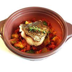 Private Chef 出張シェフ(wataru sumiya)☆ケータリング&デリバリー フード 天然真鯛のローストと8時間じっくり煮込んだルンゴラタトゥイユ 旨みの強い加熱用トマトルンゴを使用し蓋付のお鍋で8時間じっくり 煮込んだ甘くて濃厚なラタトゥイユと ローストして柔らかく仕上げた真鯛の一体感をお楽しみ下さい。