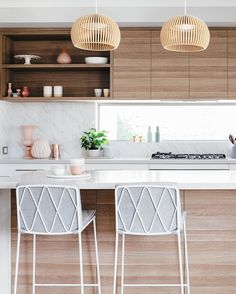 Modern home design Studio Interior, Home Interior, Kitchen Interior, New Kitchen, Kitchen Design, Kitchen Decor, Interior Decorating, Kitchen Island, Kitchen Cabinets