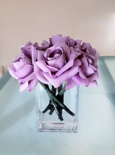 Beautiful floral pens for reception table favors.