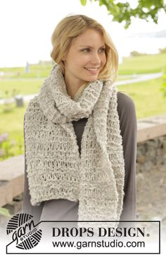 "Knitted DROPS scarf in garter st with dropped sts in 3 strands ""Alpaca Bouclé"". ~ DROPS Design"