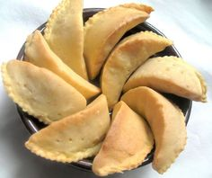 Beignets, Spanakopita, Biscuits, Cheese, Cookies, Ethnic Recipes, Desserts, Table, Flow