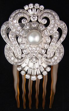 Antique French Art Deco White Diamond and Pearl Hair Pin if only ! I'm such n old soul with diamonds on my mind Art Deco Jewelry, Fine Jewelry, Antique Jewelry, Vintage Jewelry, Vintage Art, Bijoux Art Nouveau, Vintage Hair Combs, Pearl Hair Pins, Hair Ornaments