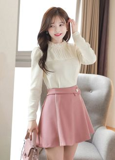 Line piping pants Korean Fashion Fall, Cute Asian Fashion, Spring Fashion Casual, Girls Fall Outfits, Cute Outfits, Fashion Sites, Fashion Outfits, Summer Business Casual Outfits, Glamour Ladies
