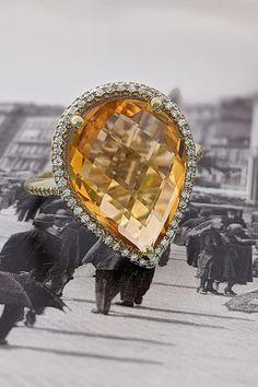 Žltý, nádherne vybrúsený citrín v našej novinke – prsteni Salsa, evokujúci slnko uprostred diamantov, dáva tušiť, že horúce rytmy letných nocí nezostanú len pri tomto ročnom období, ale dostanú sa vám pod kožu (alebo na prst? 😊) v ktoromkoľvek čase. Nenechajte si ujsť príležitosť vidieť a vyskúšať si ho v našom košickom klenotníctve a komfortne vám je okamžite k dispozícii tiež prostredníctvom nášho e-shopu. Smieme prosiť? Salsa, Diamond, Earrings, Ear Rings, Stud Earrings, Ear Piercings, Diamonds, Salsa Music, Ear Jewelry