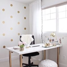 Pretty office goals! Polka dot walls  Very Kate spade  : Pinterest