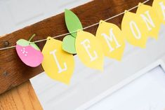 Planning a citrus inspired soiree? Get your free printable lemonade banner.