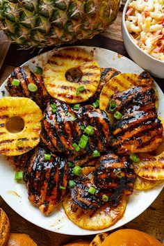 Grilled chicken in a tasty Hawaiian themed huli huli sauce served in buns along with grilled pineapple slices! Grilled Meat, Grilled Chicken, New Recipes, Favorite Recipes, Healthy Recipes, Grilling Recipes, Cooking Recipes, Huli Huli Chicken, Winner Winner Chicken Dinner
