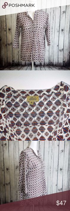 """Roberta Roller Rabbit Women's V Neck Blouse Roberta Roller Rabbit Women's V Neck Pullover Blouse  Multi color Geo Print Medium  Size:  Medium (Please SEE measurements)  Shoulder to Shoulder: 17""""  Chest (armpit to armpit): 20""""  Length : 27""""  Sleeves: 17""""  Condition: Good overall Condition.  Color(s): White with blue red  Item # 17062128 Roberta Roller Rabbit Tops Blouses"""