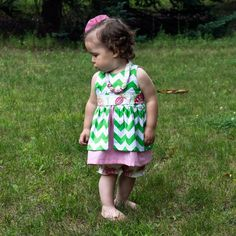 Make a beautiful baby dress with this Baby Dress sewing pattern and tutorial. Easy dress pattern for beginners. Baby Clothes Patterns, Easy Sewing Patterns, Baby Patterns, Clothing Patterns, Onesie Pattern, Baby Pants Pattern, Sadies Dress, Baby Dress, Love Sewing