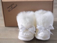 White baby booties - Faux Fur Booties - Baby girl shoes - Baby gift - Crochet Baby booties -  Newborn winter boots - Booties with bows by HandmadebyInese on Etsy
