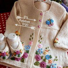 Latest Stylish Crochet Kids Dresses Designs 2019 - Fashion Design Now Crochet Baby Sweaters, Crochet Baby Cardigan, Baby Cardigan Knitting Pattern, Knitted Baby Clothes, Baby Knitting Patterns, Knitting Designs, Crochet Clothes, Knit Crochet, Baby Clothes Patterns