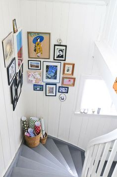 Picture wall for the staircase landing! May have to do this in my own home! Stairway Gallery Wall, Stairway Art, Gallery Walls, Stairway Pictures, Art Gallery, Staircase Landing, Home Decoracion, Create A Family, Home And Deco