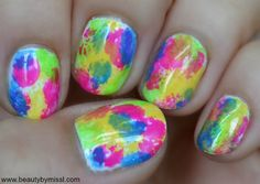 manicure with bright colors via @beautybymissl
