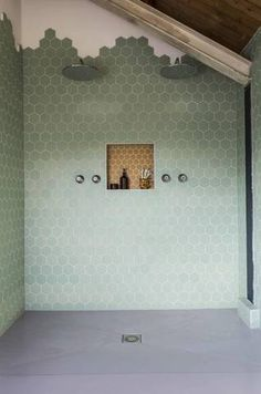 Green tile is trending in interior design. Here are 35 reasons why we can't get enough green tile. For more interior design trends and inspiration, visit domino. Bad Inspiration, Bathroom Inspiration, Interior Inspiration, Bathroom Ideas, Restroom Ideas, Honeycomb Tile, Hexagon Tiles, Hex Tile, Hexagon Tile Bathroom