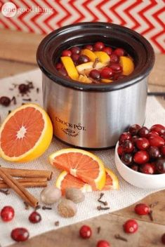 Make You House Smell Like Fall or Christmas With These Simmering Potpourri Recipes – iSeeiDoiMake Homemade Potpourri, Potpourri Recipes, How To Use Potpourri, Stove Top Potpourri, Simmering Potpourri, House Smell Good, House Smells, Fall Scents, Home Scents