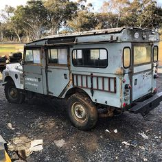 Just found out this was the s/w once owned by George Rodger the photographs  #georgeroger#photographer #landroveraustralia #classiccar #107stationwagon #stationwagon #barnfind #rustygold