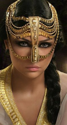 make up Hayfa by Bassam Fattouh Haifa Wehbe, Face Jewellery, Jewelry, Arabian Beauty, Arab Girls, Beautiful Mask, Beautiful Women, Dramatic Makeup, Exotic Beauties